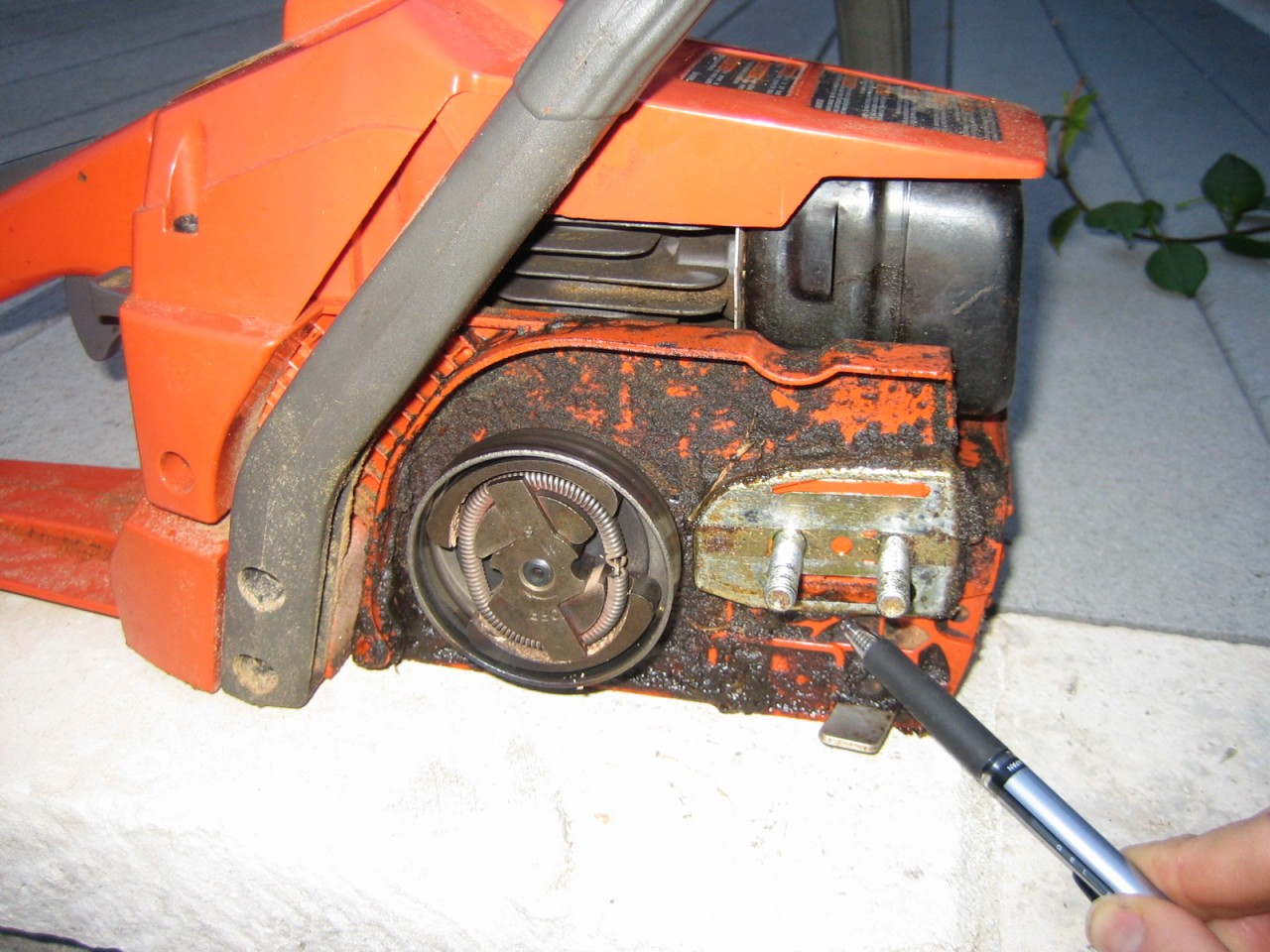 Husqvarna 141 chainsaw no oil on barchain chainsaws forum service maintenance question john husqvarna 141 chainsaw greentooth
